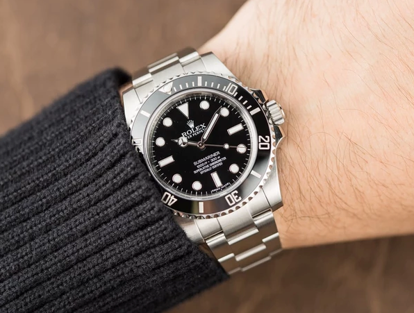 Submariner 114060 Review , Everest Horology Products